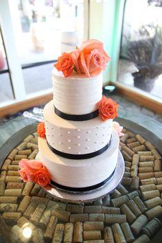 coral and orange wedding flowers  coral wedding cake flowers #coral #orange #peach #weddingcake #cake #wedding #flowers #cakeflowers #roses #rose  #black #corkboard
