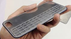 この破格な値段にも驚きですね!全面タッチスクリーンのiPhone。でもやっぱりハードウェアのキーボードも欲しいんだよねって人向けには、いろい...