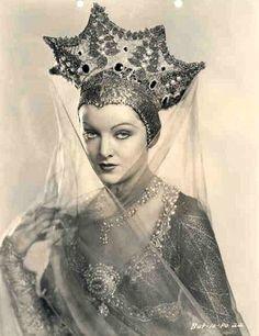 "Myrna Loy in a Russian headdress ""Kokoshnik"". ""A Connecticut Yankee"", 1931 Golden Age Of Hollywood, Vintage Hollywood, Hollywood Glamour, Classic Hollywood, Belle Epoque, Myrna Loy, Vintage Glamour, Vintage Beauty, Mode Vintage"