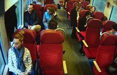 سائق قطار بولندي يخاطر بحياته لإنقاذ الركاب ( فيديو)