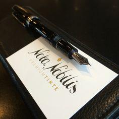 Schöne Handschrift beginnt mit dem richtigen Werkzeug!  Edle Füllfedern von Sailor aus Japan gibt es schon sehr bald bei www.nota-nobilis.at.  #Sailor #silber #silver #success #schreiben #erfolg #10X #X47 #10X_your_handwriting #tinte #timer #timemanagement #ink #Premium #organizer #Premiumtinte #luxury Sailor Pens, Fountain Pen Ink, Organizer, Success, Japan, Dyes, Note, Beautiful Handwriting, Nice Asses