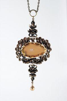 Pentti Sarpaneva, vintage bronze necklace with a large agate stone slice, 1970's. #Finland   NordlingsAntik.com