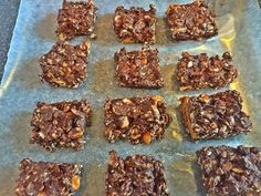 Peanut Butter Chocolate Shakeology Bars- these taste like peanut butter brownies!  healthy granola bars, chocolate shakeology recipes, eat clean,  healthy dessert, brownies, oatmeal, 21 Day Fix, containers, portion control