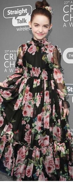 MCkenna Grace in DOLCE & GABBANA Black Silk Rose Print Dress at People's Choice Award 2018. Gorgeous Mini Me Dress from the Dolce & Gabbana Women's Collection. On Sale online! #dolcegabbana #celebrity #celebritykids #minime #redcarper
