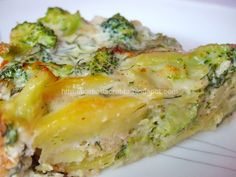 Broccoli and potato casserole Broccoli And Potatoes, Healthy Cook Books, Healthier Together, Romanian Food, Cooking Recipes, Healthy Recipes, Potato Casserole, Quiche, Entrees