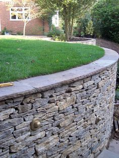 Awesome Rock Garden Retaining Wall Ideas For Backyard and Side Yard - My Dream House Concrete Retaining Walls, Garden Retaining Wall, Stone Retaining Wall, Dry Stack Stone, Dry Stone, Hard Landscaping Ideas, Garden Landscaping, Romancing The Stone, Stone Driveway