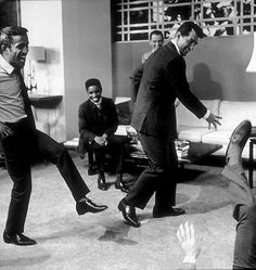 The Rat Pack goofing around in the wee hours., Frank Sinatra in the background, Dean Martin, and Joey Bishop on the floor. Golden Age Of Hollywood, Classic Hollywood, Old Hollywood, Hollywood Stars, Joey Bishop, Humphrey Bogart, Dean Martin, Oceans 11, Sammy Davis Jr