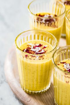 A vegan and no sugar added Mango Turmeric Smoothie recipe packed with refreshing tropical flavors. Made with a blend of mango pineapple and ground turmeric it is a great way to start the day on the right foot. Turmeric Smoothie, Ginger Smoothie, Fresh Turmeric Root, Cooking Recipes, Healthy Recipes, Healthy Food, Healthy Options, Vegetarian Recipes, Amigurumi