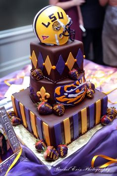 purple and gold wedding cake design LSU grooms cake Louisiana - -- http://cdn.indulgy.com/DO/HF/GL/287948969894623107LmRQDdzJc.jpg