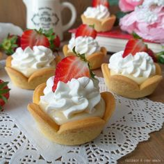 Gourmet Desserts, Mini Desserts, Biscuits, Party Finger Foods, Tart Recipes, Pavlova, Buffet, Cheesecake, Food And Drink