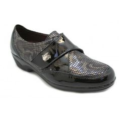 Loafers, Shoes, Fashion, Patent Leather, Over Knee Socks, Black People, Zapatos, Travel Shoes, Moccasins