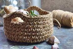 Tone i tone hækling - Dip dye Jute, Fused Plastic, Drops Design, Diy And Crafts, Crochet Patterns, Basket, Crafty, Knitting, Handmade