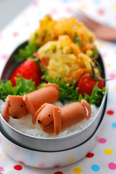 Dachshund bentoyaraben or charaben , a shortened form of character bento. Originally, a decorated bento was intended to interest children in their food and to encourage a wider range of eating habits. Cute Food, Good Food, Yummy Food, Bento Recipes, Cooking Recipes, Cooking Tips, Bento Box Lunch, Bento Food, Bento Kids