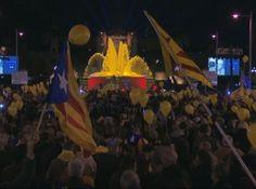 """Ara és l'Hora crida a celebrar avui l'èxit del 9N al Born - elsingular.cat, 09/11/2014. La campanya unitària 'Ara és l'Hora' fa una crida a celebrar l'èxit de la jornada d'avui a l'esplanada del barri del Born de Barcelona, a partir de les 20:00 hores. Segons un comunicat conjunt de l'ANC i Òmnium, """"avui Catalunya fa un exercici de sobirania. Votant hem vençut l'Estat, que ens ho volia impedir""""."""
