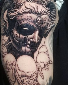 """1,615 lượt thích, 18 bình luận - Hokowhitu Sciascia (@inglourious_hoko) trên Instagram: """"The destruction of idols + creation with texture = a most excellent start to a new tattoo. I can't…"""""""