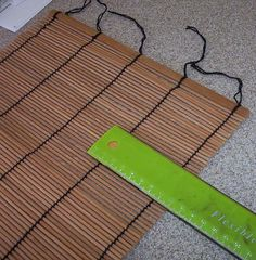 Roman blinds from bamboo placemat
