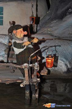20/21 | Photo de l'attraction Hey Bos Van Plop située à Plopsaland de Panne (Belgique). Plus d'information sur notre site www.e-coasters.com !! Tous les meilleurs Parcs d'Attractions sur un seul site web !!