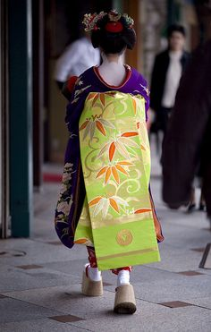 Maiko's obi (sash)..... Want those shoes!!