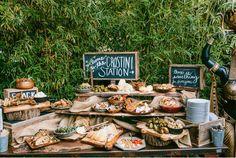 Formas originales presentar comida boda 1 rústica pizarras arpillera rodajas
