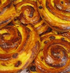 Pain aux raisins - my favourite French pastry! Baby Food Recipes, Mexican Food Recipes, Cooking Recipes, Ethnic Recipes, Good Morning Breakfast, Best Breakfast, Food N, Food And Drink, Raisin Sec