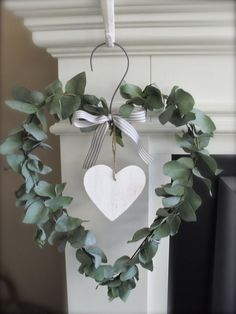 Valentine's day is right around the corner and love is in the air! I love wreaths, and I love Valentine's Day, so Valentine's Day Wreaths are pretty darn… Nordic Christmas Decorations, Christmas Wreaths, Christmas Crafts, Mary Christmas, Xmas, Diy Valentines Day Wreath, Valentines Day Decorations, Valentines Hearts, Deco Floral
