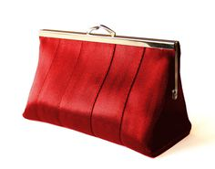 Red Seatbelt Clutch - I love it in red too ;)