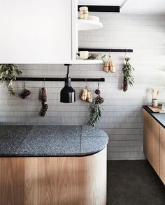 Trends In Kitchen Design . Trends In Kitchen Design . Design Inspiration Kitchens with A touch Of Gold Round Kitchen, Smart Kitchen, Kitchen Tops, Kitchen On A Budget, Kitchen Decor, Curved Kitchen Island, Kitchen Islands, Open Kitchen, Kitchen Styling