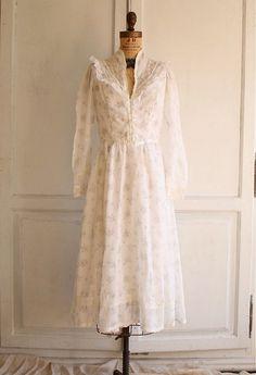 vintage floral lace white prairie dress via bohemiennes