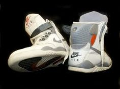 The Nike Pressure with the pump in the heel.   I KNEW they were part of the NIke Air range. I bloody knew it.   Another mystery solved by the power of Google.