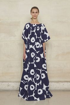 Fashion Marimekko RTW Spring 2019 – WWD - See all the looks from the show 1960s Fashion, Fashion News, Girl Fashion, Fashion Dresses, Marimekko Dress, Most Beautiful Dresses, Clothing Patterns, Autumn Fashion, Girl Outfits