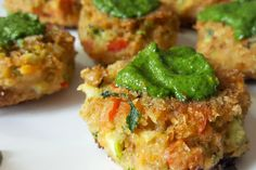 Polpette di verdure e lenticchie con salsa verde al basilico