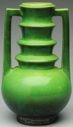 Méchant beau pot de fleur ;)  Roseville Futura | The House of Beccaria