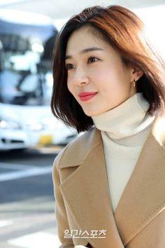 [포토] 백진희 '가까이 보면 이런 느낌' | 다음 연예 Baek Jin Hee, Airport Style, Blake Lively, Girl Fashion, Make Up, Dolls, Face, Beauty, Bedrooms