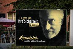 Großflächenplakat mit Tywin Lannister und dem Text: Es geht um Ihre Sicherheit! Lannister wählen, sicher leben. Zweitstimme ist Thronstimme