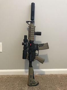 Weapons Guns, Guns And Ammo, Rifles, Military Home Decor, Big Ford Trucks, Ar Rifle, Cool Swords, Submachine Gun, Hunting Guns