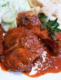 Kurczak po węgiersku z kładzionymi kluseczkami