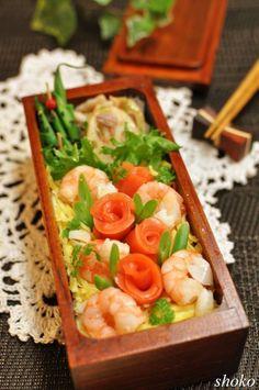 Japanese Chirashizushi (Sushi Rice) Bento © shoko