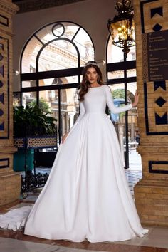 Vintage A-line Wedding Dress 2019 Reflective Dress Button Slit Long Sleeve Court Train Fluffy Simple Bridal Gown