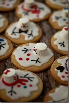 Christmas - Fun Food/Melting Snowmen Cookies for Janet's cookie swap? Noel Christmas, Christmas Goodies, Christmas Desserts, Holiday Treats, Christmas Treats, Holiday Recipes, Aussie Christmas, Christmas Biscuits, Holiday Cookies