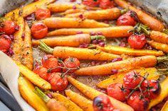 Pečená mrkev na medu sgranátovým jablkem | Zásadně zdravě – Jana Králiková Carrots, Vegetables, Food, Essen, Carrot, Vegetable Recipes, Meals, Yemek, Veggies