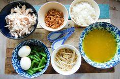 Deze Indonesische soto ayam is een maaltijdsoep op basis van zelfgemaakte kippenbouillon en eet je met verschillende garnituren zoals taugé, geplukte kip en rijst. Het recept is afkomstig van de leuke blog First we Eat, een aanrader om een keer te bezoeken. Voor dit recept zijn een aantal typisch Aziatische ingrediënten nodig. Deze zijn bij …