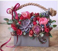 Flower Box Gift, Flower Bar, Flower Boxes, My Flower, Beautiful Flower Arrangements, Floral Arrangements, Beautiful Flowers, All Flowers, Paper Flowers
