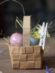 DIY Osterhase aus einer Wäscheklammer Paper Shopping Bag, Easter, Bags, Tutorials, Basket Weave Braid, Handbags, Easter Activities, Bag, Totes