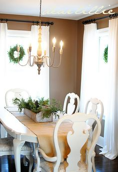 pretty christmas dining room