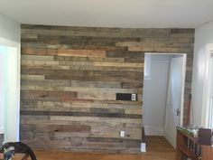 #Diy, #HomeDécor, #PalletWall, #RecyclingWoodPallets I scrounged up some pallets from a job I was working on and turned the into this Living Room Pallet Accent Wall. I selectively stained some boards and left others natural for the final effect. How you can make your own Living Room Pallet Accent