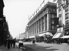 Photographic Print: Selfridge's, Oxford Street, London, C1913 : 24x18in