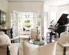 living room of Jaime Jiménez and Quinn Pofahl's Southampton House  From Elle Decor