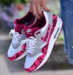 55 nike air max's best shoes suitable for your every day in summer 2019 page 27 Moda Sneakers, Cute Sneakers, Shoes Sneakers, Zapatillas Nike Jordan, Nike Tenis, Sneaker Store, Hype Shoes, Fresh Shoes, Purple Shoes