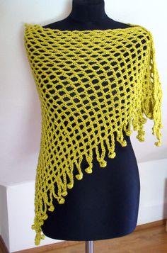 šátek - přehoz přes ramena - pléd ... samá díra ... :-) Uháčkovaný z příjemné příze - směs vlny a akrylu, barva světle žluto-zelená. Rozměry: nejdelší strana cca 140 cm, v cípu cca 70 cm, třásně cca 8 cm. Nositelný celoročně.