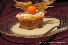 Crumble di mele verdi grammy smith con salsa di cioccolato bianco e alchechengi dessert